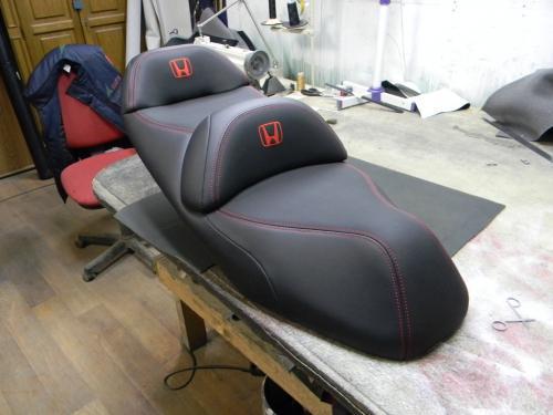 Перетяжка сиденья мотоцикла Honda